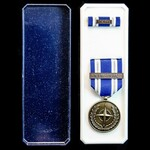 Nato Medal for Non Article 5 NTM - Iraq, with original box of issue, and tunic ribbon bar with NT...
