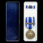 Nato Medal for Non Article 5 - Balkans, with original box of issue, and tunic ribbon bar with Bal...