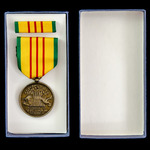 United States of America: Vietnam Service Medal, housed in its card box of issue by Simon Inc. of...