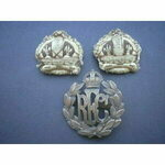 Royal Flying Corps, a fine quality officer's solid bronze cap badge (one blade missing) reverse J...