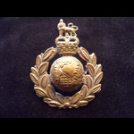 Original ROYAL MARINES COMMANDOS Brass Cap Badge with Queen's Crown on 2 lugs