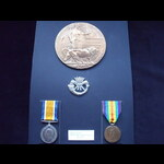 BWM, VICTORY MEDAL & MEMORIAL PLAQUE to 38522 PTE Arthur SEARS 10th DUKE OF CORNWALL'S LIGHT INFA...